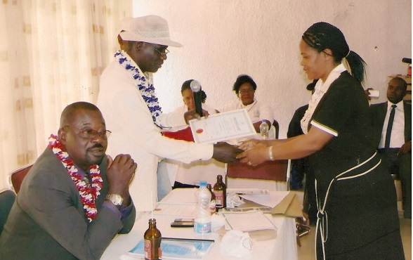New Inductee(Associate member) Receives Certificate of Membership