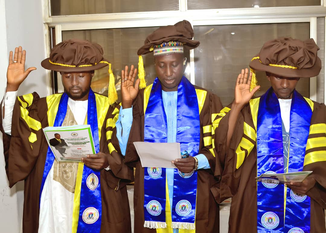 Fellow awardees take oath of allegiance to be good representatives of the Institute.